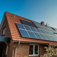 Kits solaires photovoltaïques, site isolé, hybride, autoconso, injection réseau